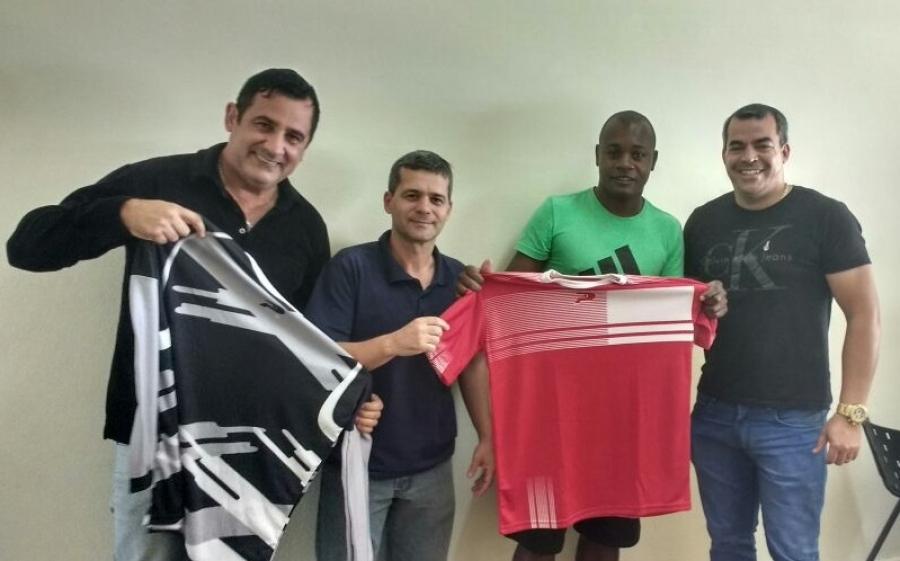 15f574894 Prefeitura realiza entrega de kit esportivo ao União Pradense ...